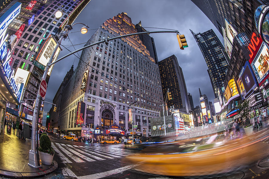 Amerikanisch Photograph - New York Time Square  by Juergen Held