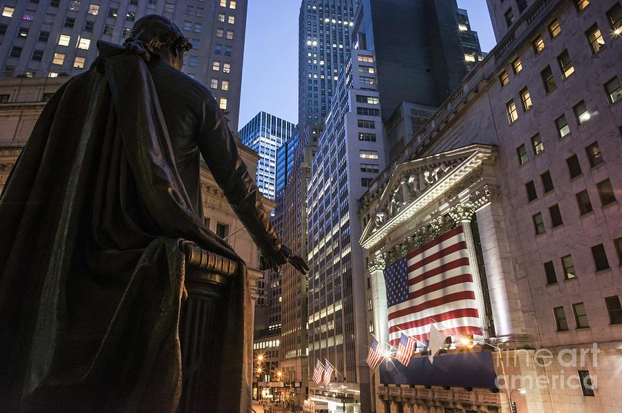 Amerikanisch Photograph - New York Wall Street by Juergen Held