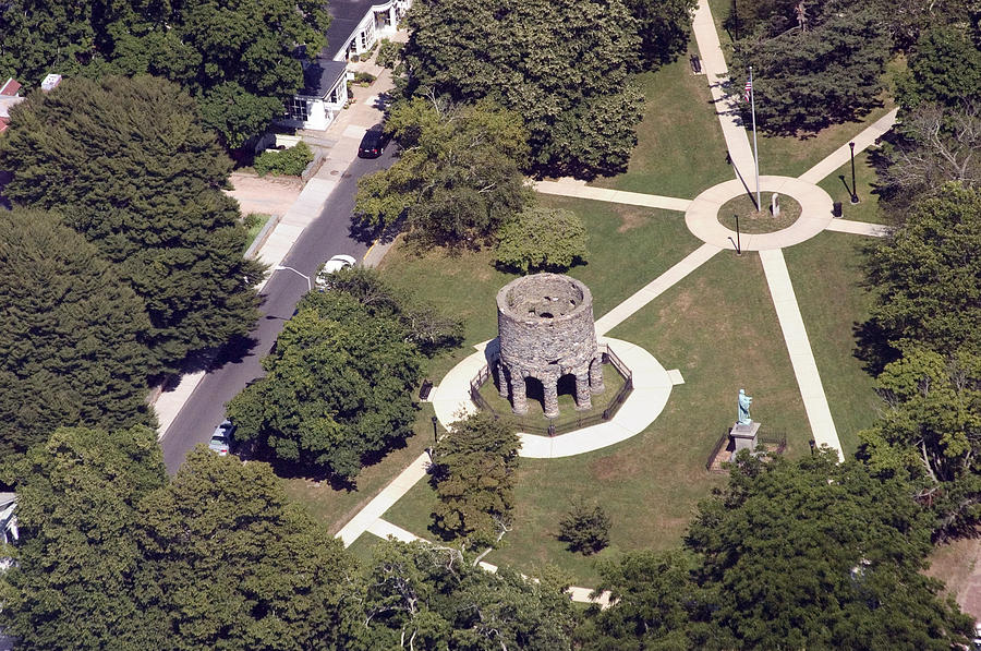 Newport tower ile ilgili görsel sonucu
