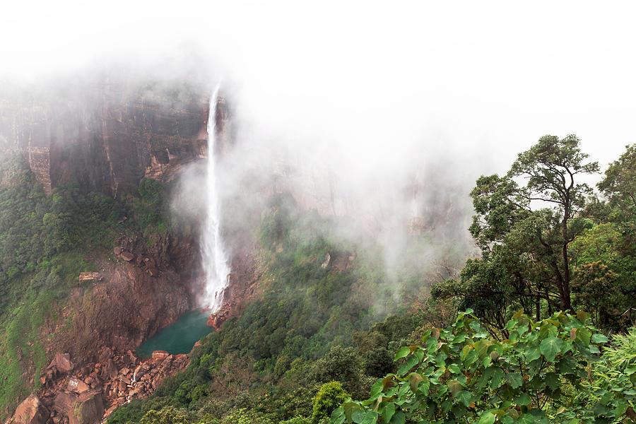 Nohkalikai Falls, Cherrapunji, Meghalaya, India by Mahesh Balasubramanian