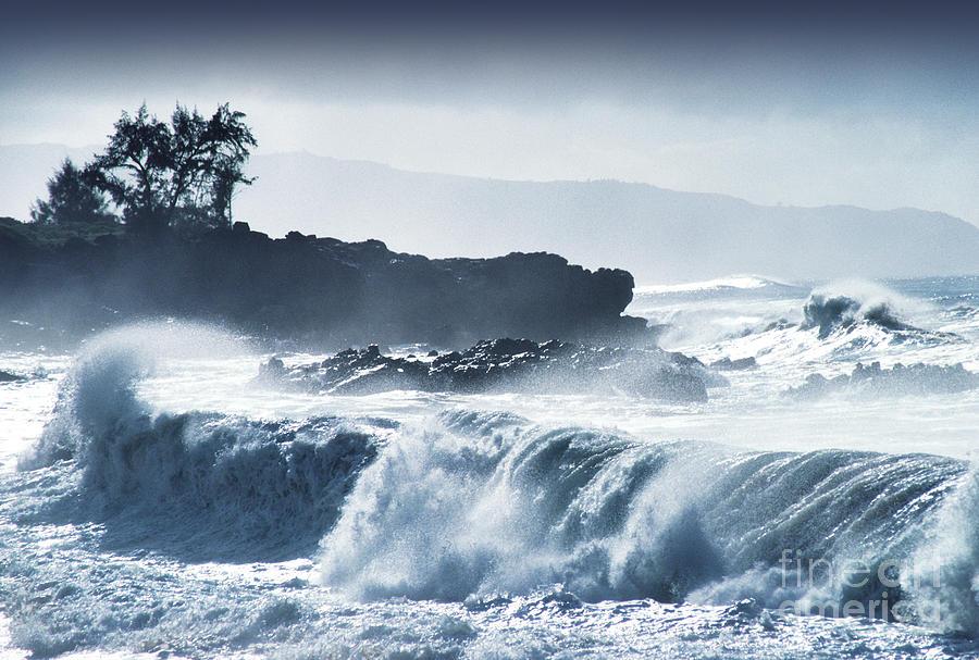 Waimea Bay Photograph - North Shore Waimea Bay by Thomas R Fletcher
