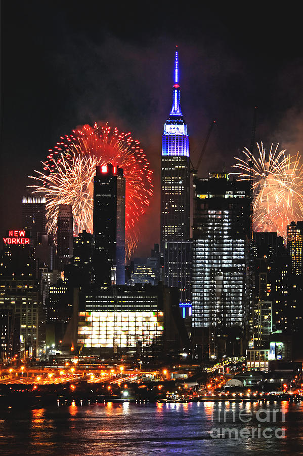 Nyc 4th Of July Fireworks Photograph by Regina Geoghan