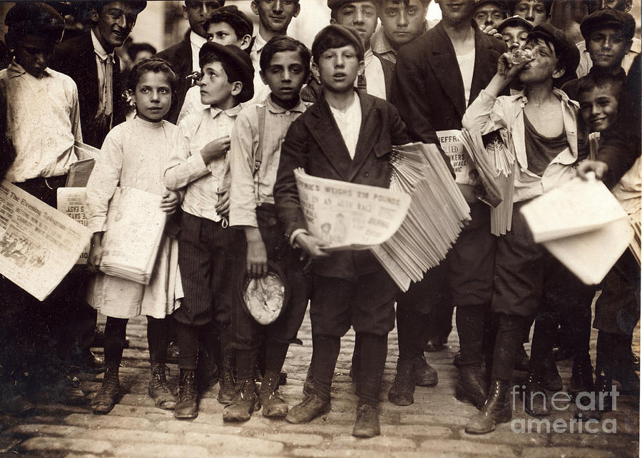 History Photograph - Nyc Newsboys And Newsgirl, Lewis Hine by Science Source
