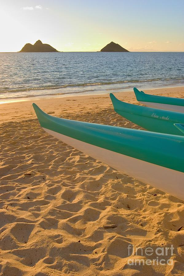 Beach Photograph - Oahu, Outrigger Canoes by Tomas del Amo - Printscapes