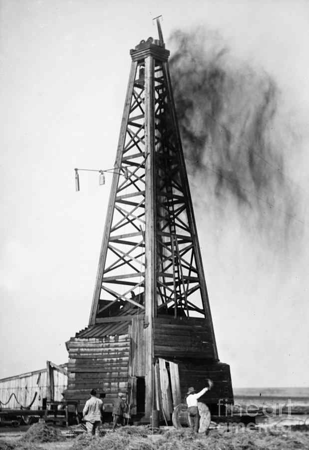 1922 Photograph - OKLAHOMA OIL WELL, c1922 by Granger