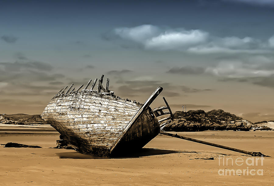 Old Eddie's Boat by Julie Chambers