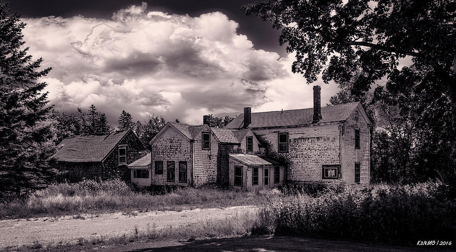 Maine Photograph - Old Farmhouse In Maine by Ken Morris