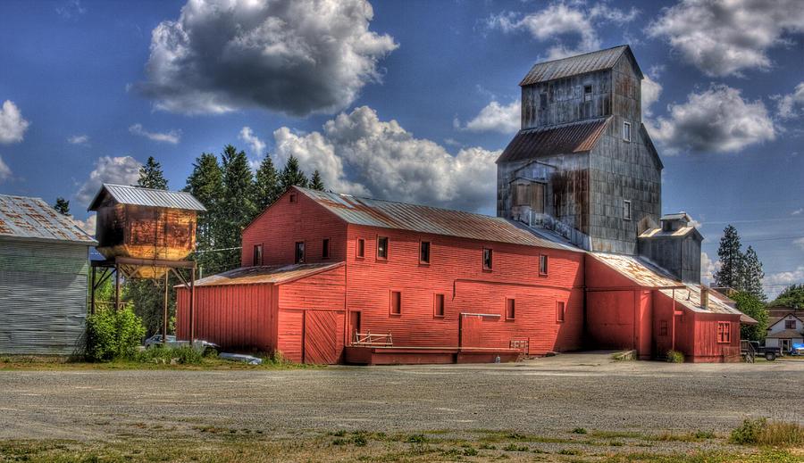 Industrial Landscape Photograph - Old Grain Elevator Sandpoint by Lee Santa