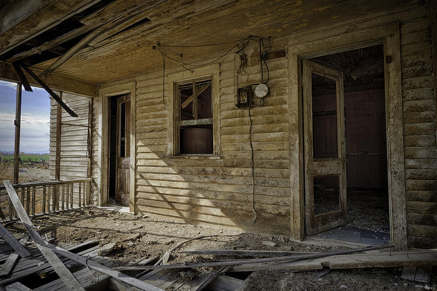 Beautiful Photos Photograph - Old House 14 by Roger Snyder