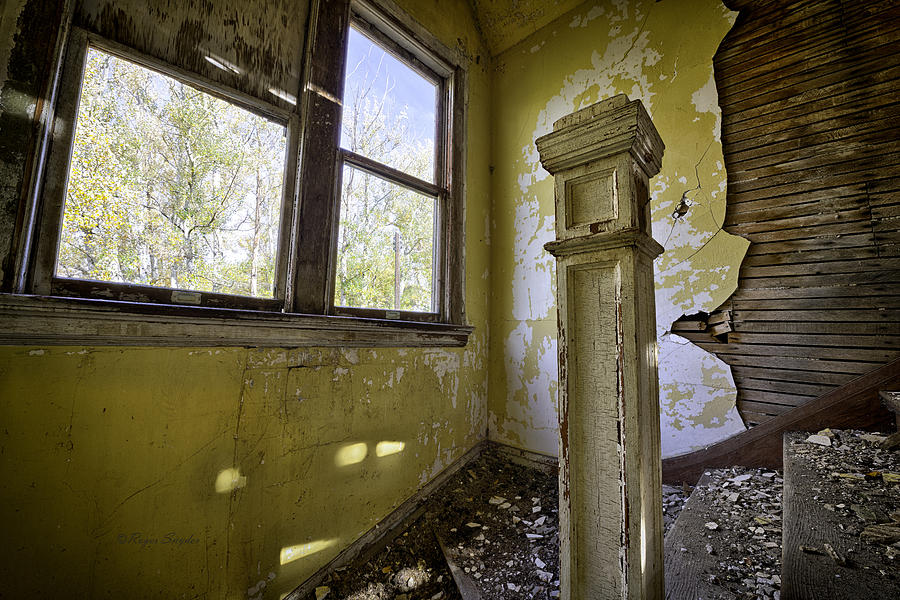 Beautiful Photos Photograph - Old House 6 by Roger Snyder