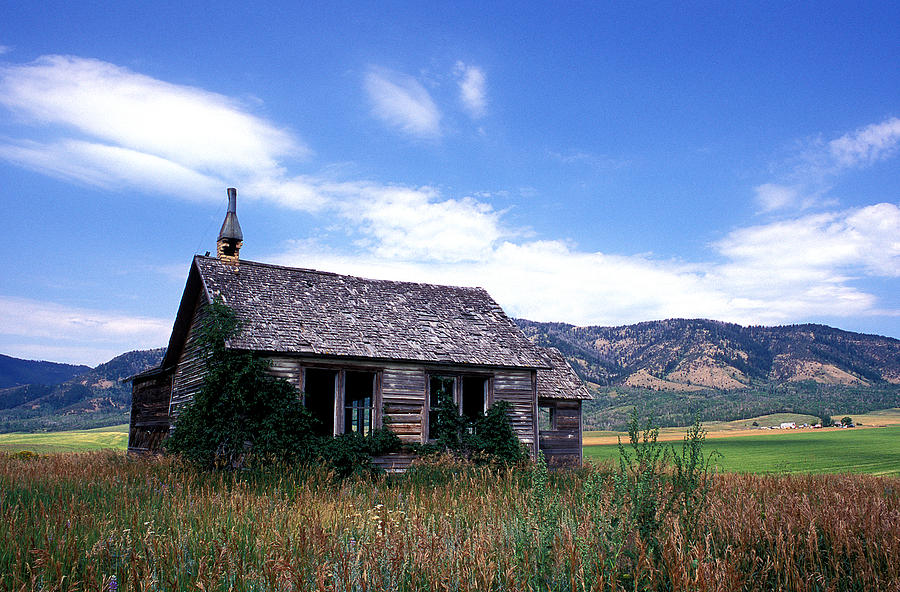 House Photograph - Old House In Idaho by Kathy Yates