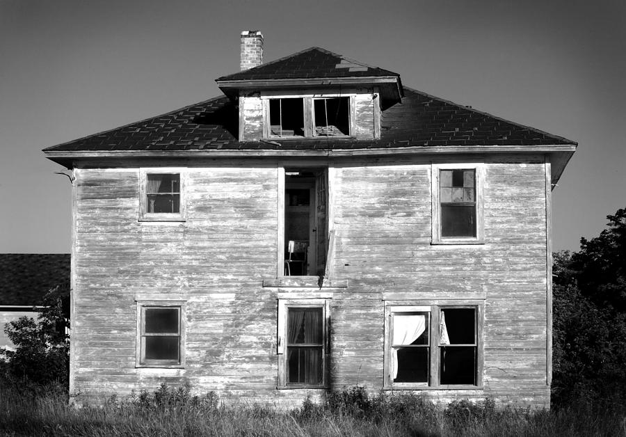Black And White Photograph - Old House On Stagecoach Road by Stephen Mack