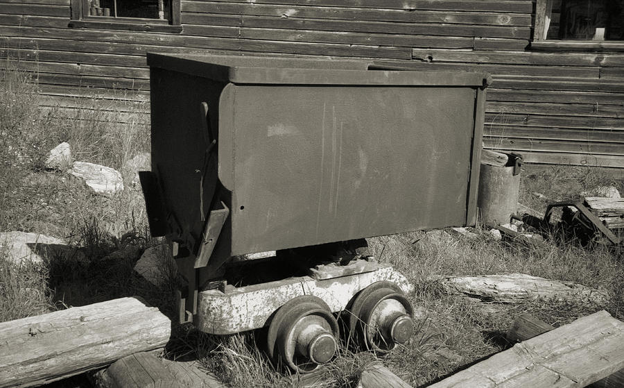 Ore Cart Photograph - Old Mining Cart by Richard Rizzo