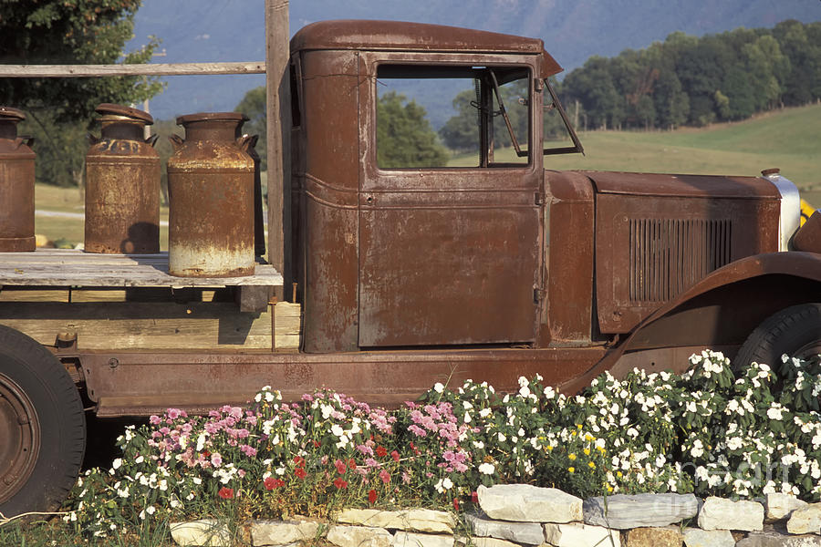 Tennessee Photograph - Old Truck In Tennessee by Stan and Anne Foster