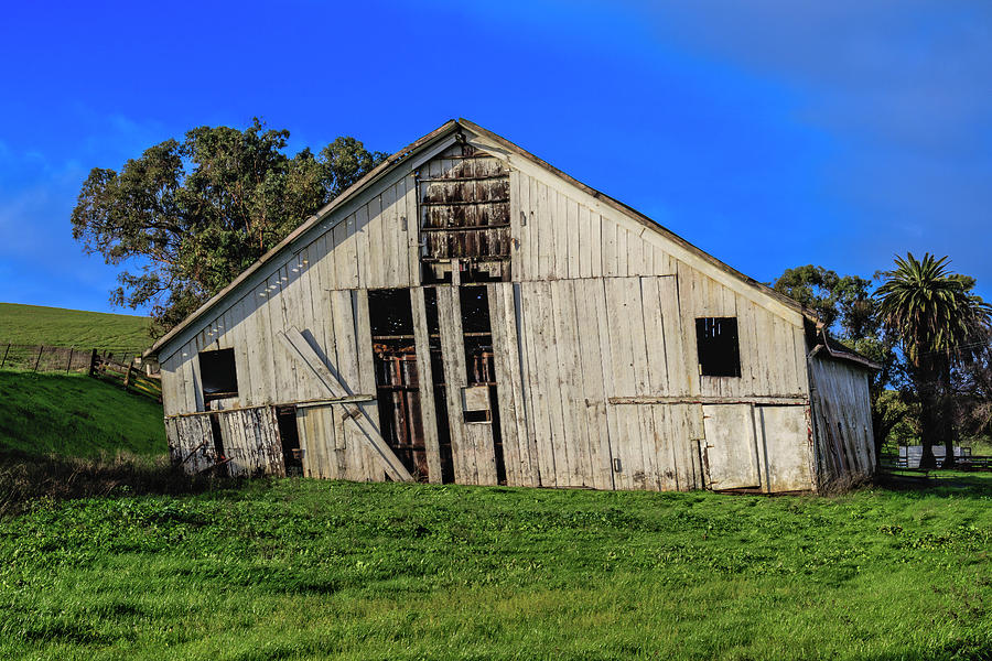 Old White Barn by Bruce Bottomley