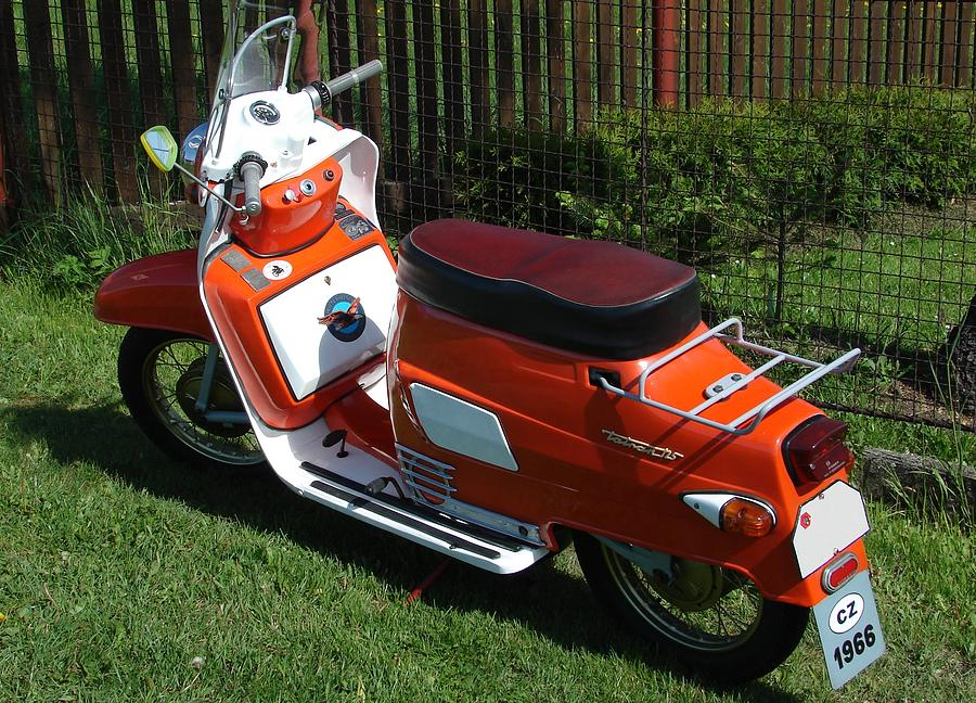 Fonkelnieuw Oldtimer Czech Scooter Photograph by Paul Savage IS-82