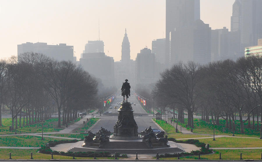 Benjamin Photograph - On The Benjamin Franklin Parkway by Bill Cannon