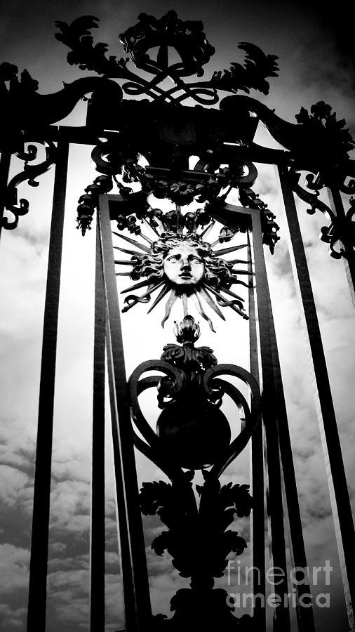 London Photograph - Palace Gate by Amanda Barcon