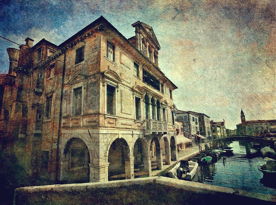 Palazzo Lisatti - Mascheroni by Vittorio Chiampan