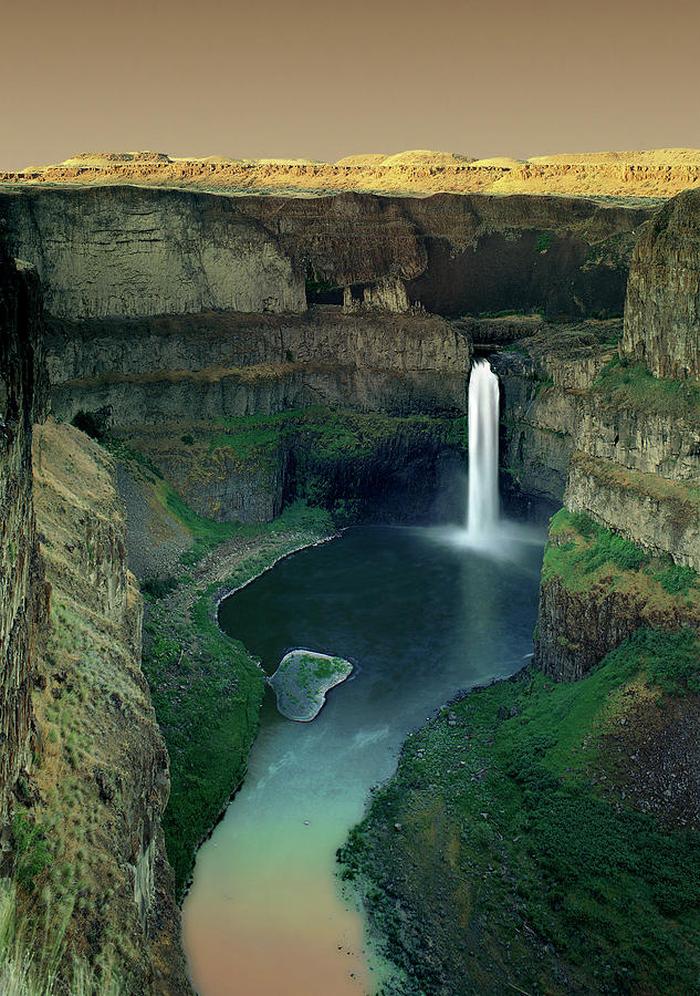 Palouse Photograph - Palouse Falls by Jerry McCollum