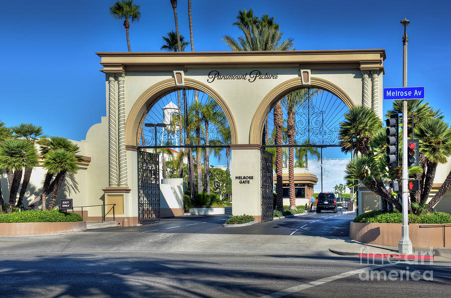 Paramount Studios Photograph - Paramount Pictures Melrose Gate by David Zanzinger