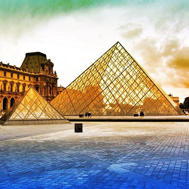 Parigi Photograph - Paris - Louvre by Luisa Azzolini