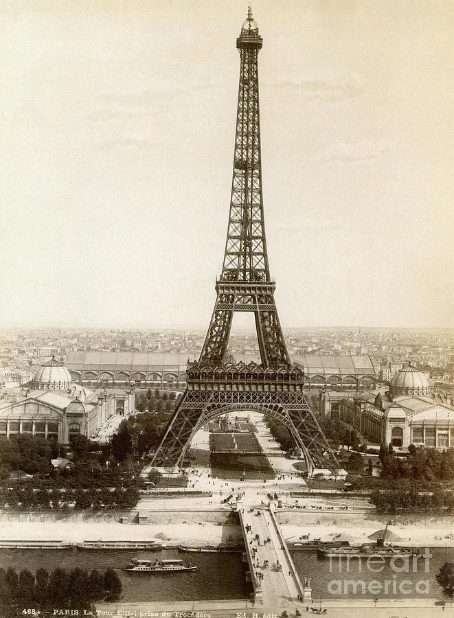 1900 Photograph - Paris: Eiffel Tower, 1900 by Granger