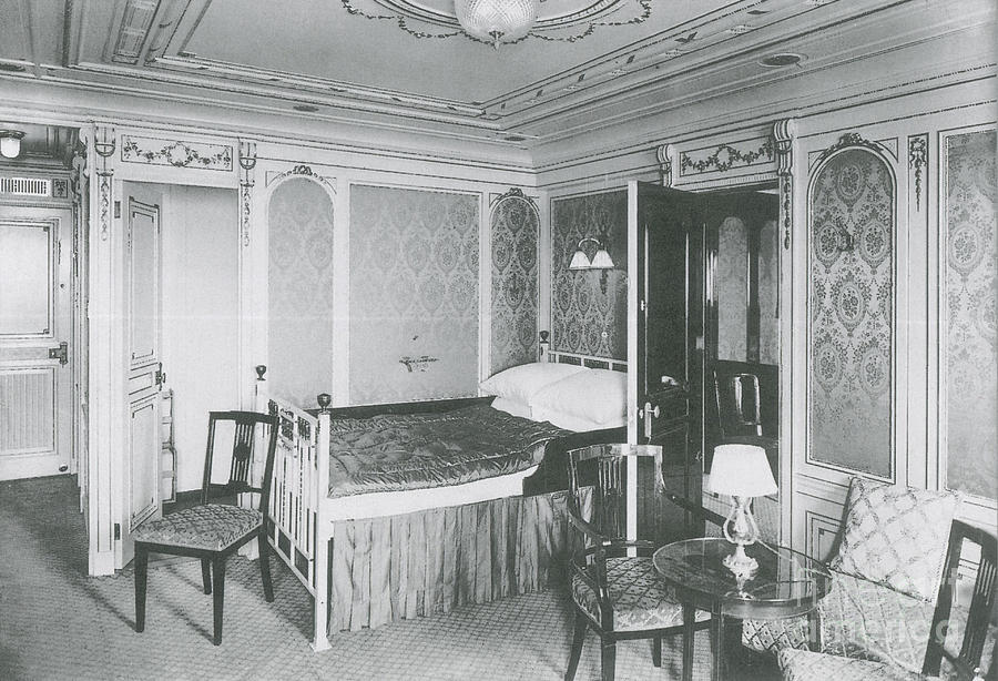 Titanic Photograph - Parlour Suite Of Titanic Ship by Photo Researchers