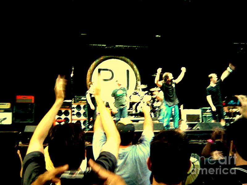 Pearl Jam Photograph - Pearl Jam Seattle by Linda De La Rosa