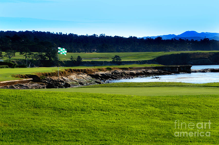 Pebble Beach Golf Links No 18 by Lyle  Huisken