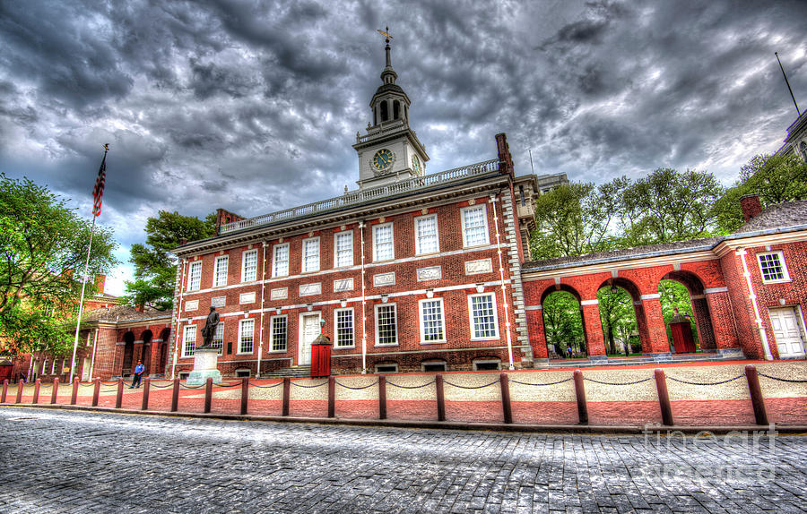 Ben Photograph - Philadelphias Independence Hall Under The Clouds by Mark Ayzenberg