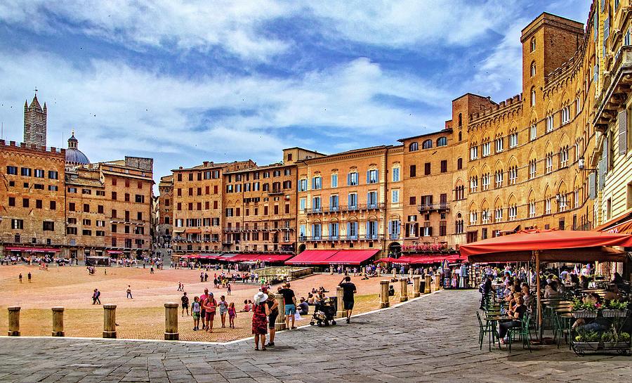 Piazza Del Campo In Siena By Carolyn Derstine