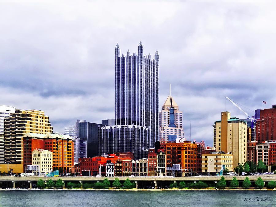Pittsburgh Photograph - Pittsburgh Pa Skyline by Susan Savad
