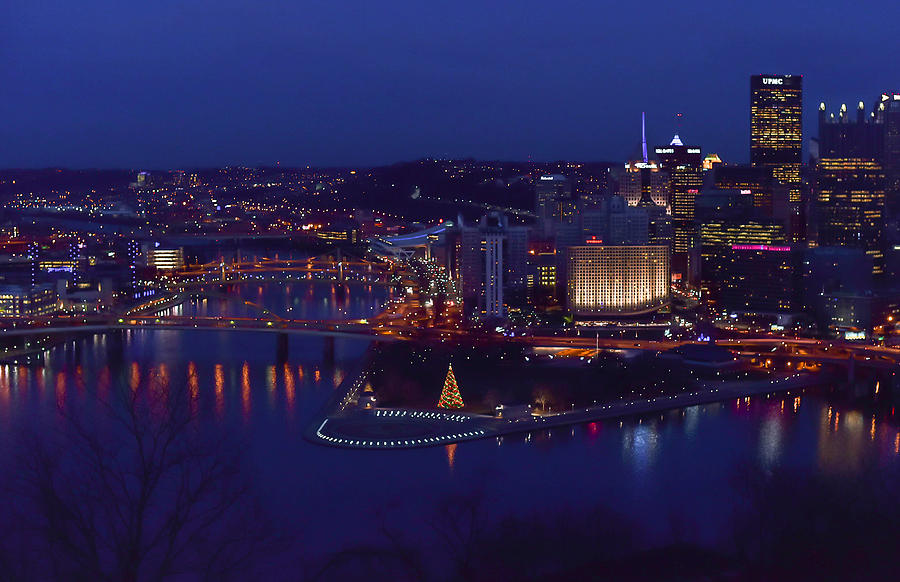 pittsburgh skyline at night christmas time photograph by terry deluco. Black Bedroom Furniture Sets. Home Design Ideas
