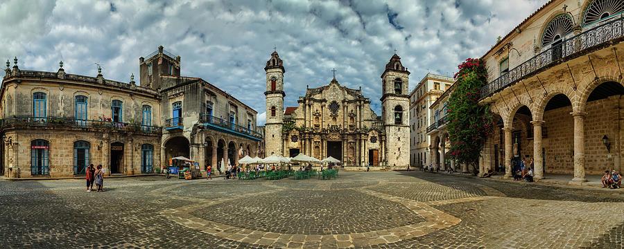 Plaza de la Catedral de La Habana by Levin Rodriguez