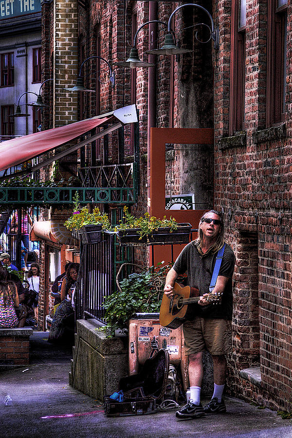 Photo Photograph - Post Alley Musician by David Patterson
