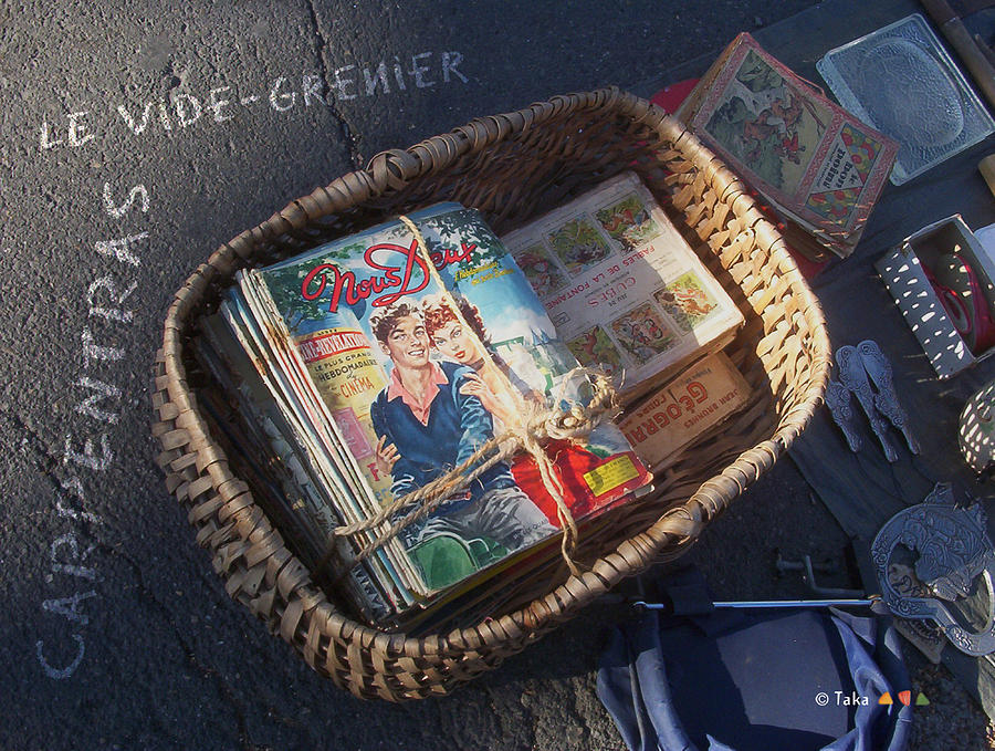 Color Photograph - Provence Flea Market 6 by Philippe Taka