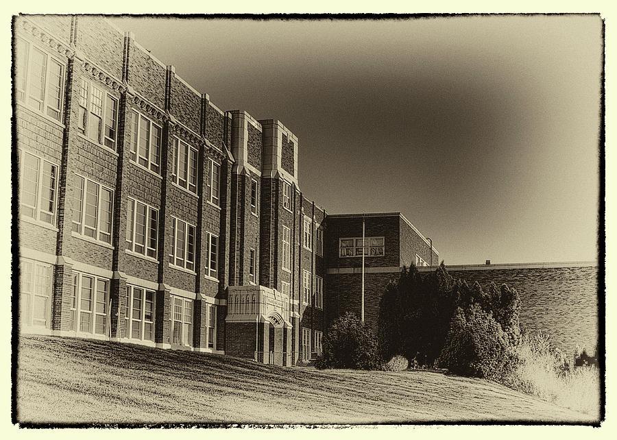 Pullman Photograph - Pullman High School - Vintage Look by David Patterson