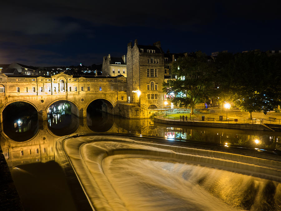 Bath Photograph - Pulteney Bridge At Night by Trevor Wintle