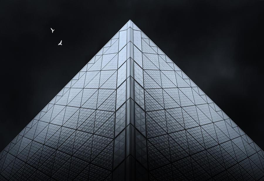 Pyramids of Tokyo by Ponte Ryuurui