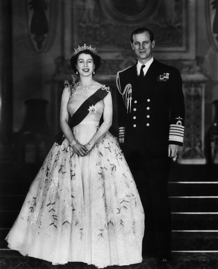 20th Century Photograph - Queen Elizabeth II, The Queen by Everett