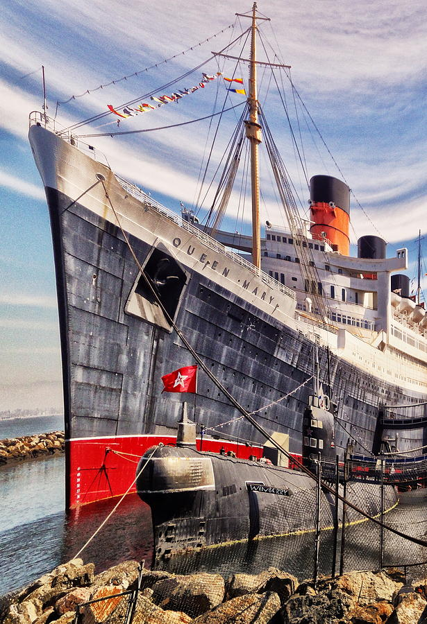 Queen Mary Digital Art - Queen Mary Ghost Ship by Bob Winberry