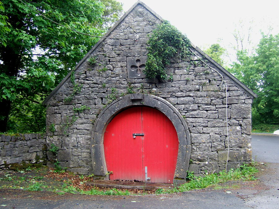 Red Barn Door In Ireland Photograph By Jeanette Oberholtzer