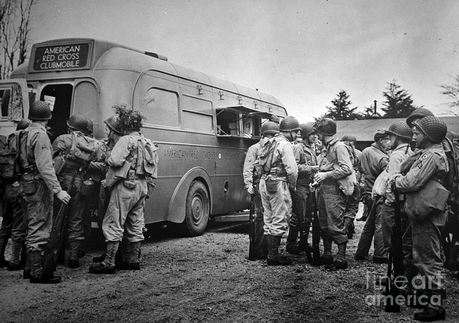 1942 Photograph - Red Cross: Clubmobile by Granger