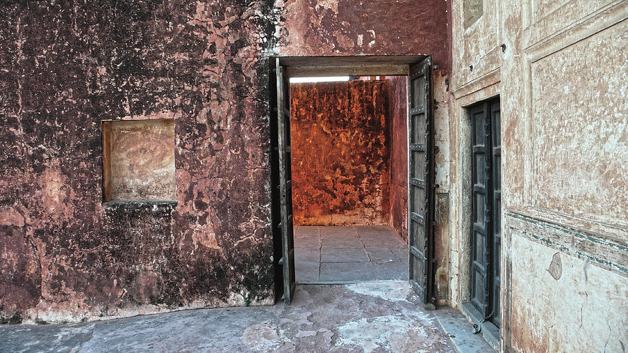 Red doorway at Jaigarh fort, Jaipur 2007 by Chris Honeyman