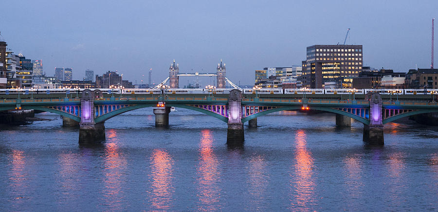 Reflecting on the Thames by David Isaacson