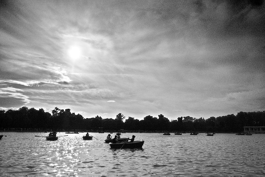 Black And White Photograph - Remando En El Retiro by Moises Lucas