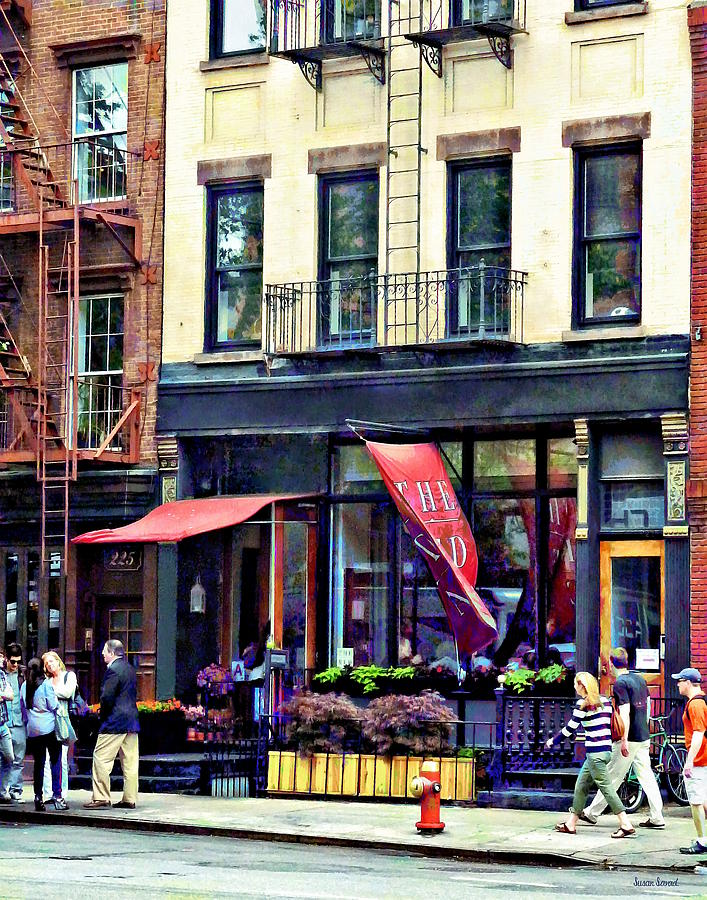 Awning Photograph - Restaurant In Chelsea by Susan Savad