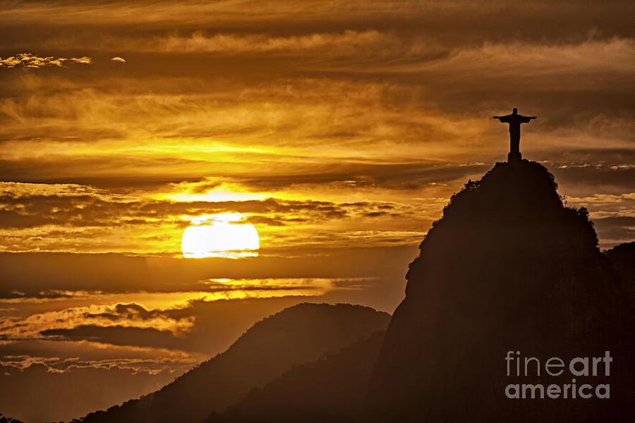 Reise Photograph - Rio De Janeiro Christ Statue by Juergen Held