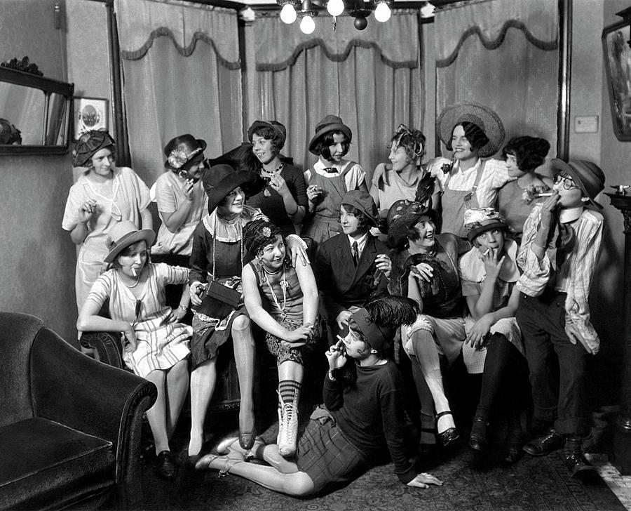 the life of the working class in the roaring twenties Working class life in the 1940s - wash day updated on may 13, 2017 maggs224 more  this generation of working class women was a very stoic and inventive one they were the unsung home-front heroes who made an abnormal way of life feel as normal as possible in spite of all that was going on around them  working class life in the 1940s.